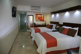 70099_005_Guestroom