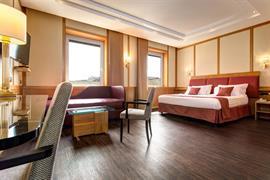 98073_000_Guestroom