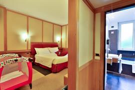 98073_001_Guestroom
