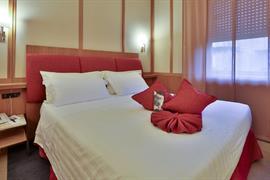 98073_002_Guestroom