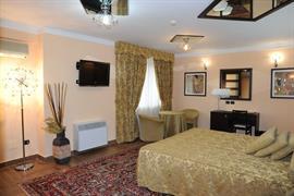 98339_006_Guestroom