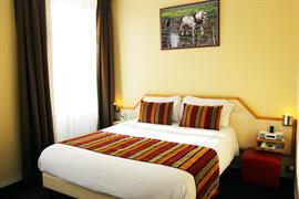 93671_001_Guestroom
