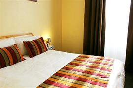 93671_002_Guestroom