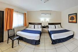 70128_006_Guestroom