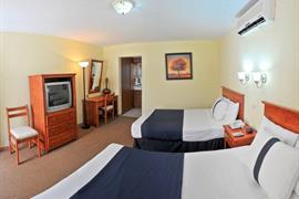70128_007_Guestroom