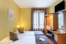 93551_005_Guestroom