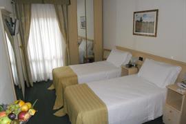 98350_003_Guestroom