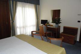 98350_004_Guestroom