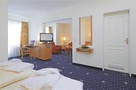 95467_006_Guestroom