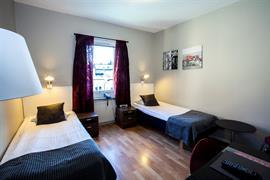 88210_006_Guestroom