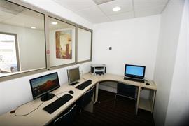 70135_002_Businesscenter