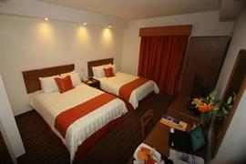 70135_006_Guestroom