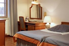 91108_002_Guestroom