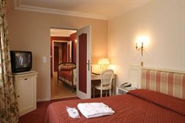 93503_002_Guestroom