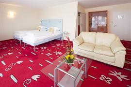 95327_004_Guestroom