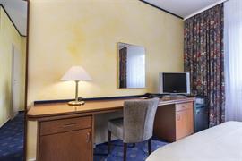 95240_004_Guestroom