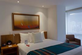 70207_004_Guestroom