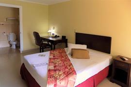 70618_004_Guestroom
