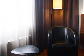 88206_002_Guestroom
