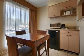 44366_006_Guestroom