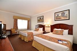 38107_004_Guestroom
