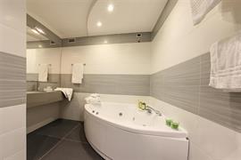 98366_006_Guestroom