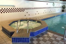 38100_007_Pool