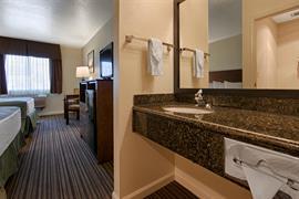 05555_006_Guestroom