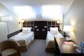 91211_005_Guestroom