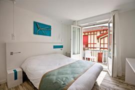 93695_002_Guestroom