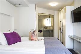 88161_002_Guestroom