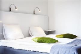88161_005_Guestroom