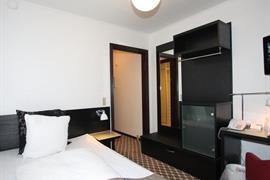 96080_005_Guestroom