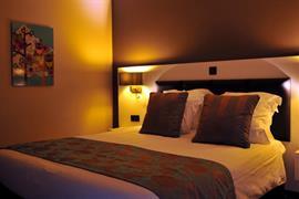 92910_002_Guestroom