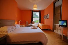 93412_005_Guestroom