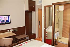 93734_004_Guestroom