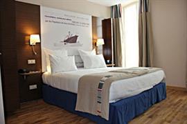 93734_005_Guestroom