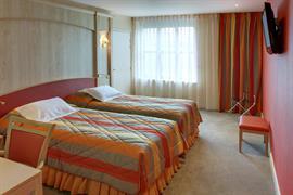 93668_002_Guestroom