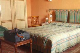 93668_004_Guestroom