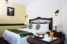 70251_003_Guestroom