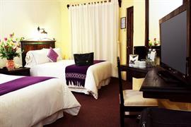 70251_004_Guestroom