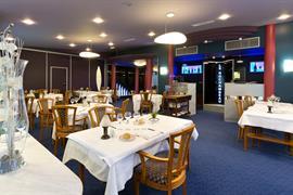93293_006_Restaurant