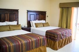 70197_004_Guestroom
