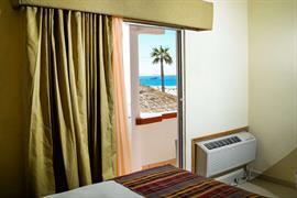 70197_005_Guestroom