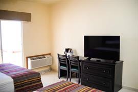 70197_006_Guestroom