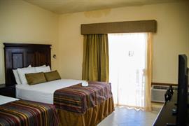 70197_007_Guestroom