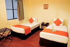 70902_005_Guestroom