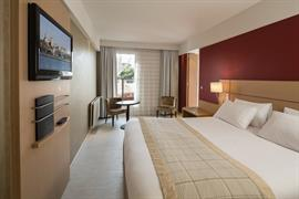 93529_002_Guestroom