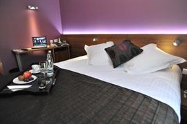 93472_002_Guestroom