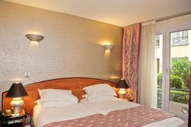 93723_002_Guestroom
